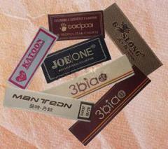 Etiquetas tejidas