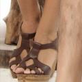 Sandalias tiras cruzadas y plataforma